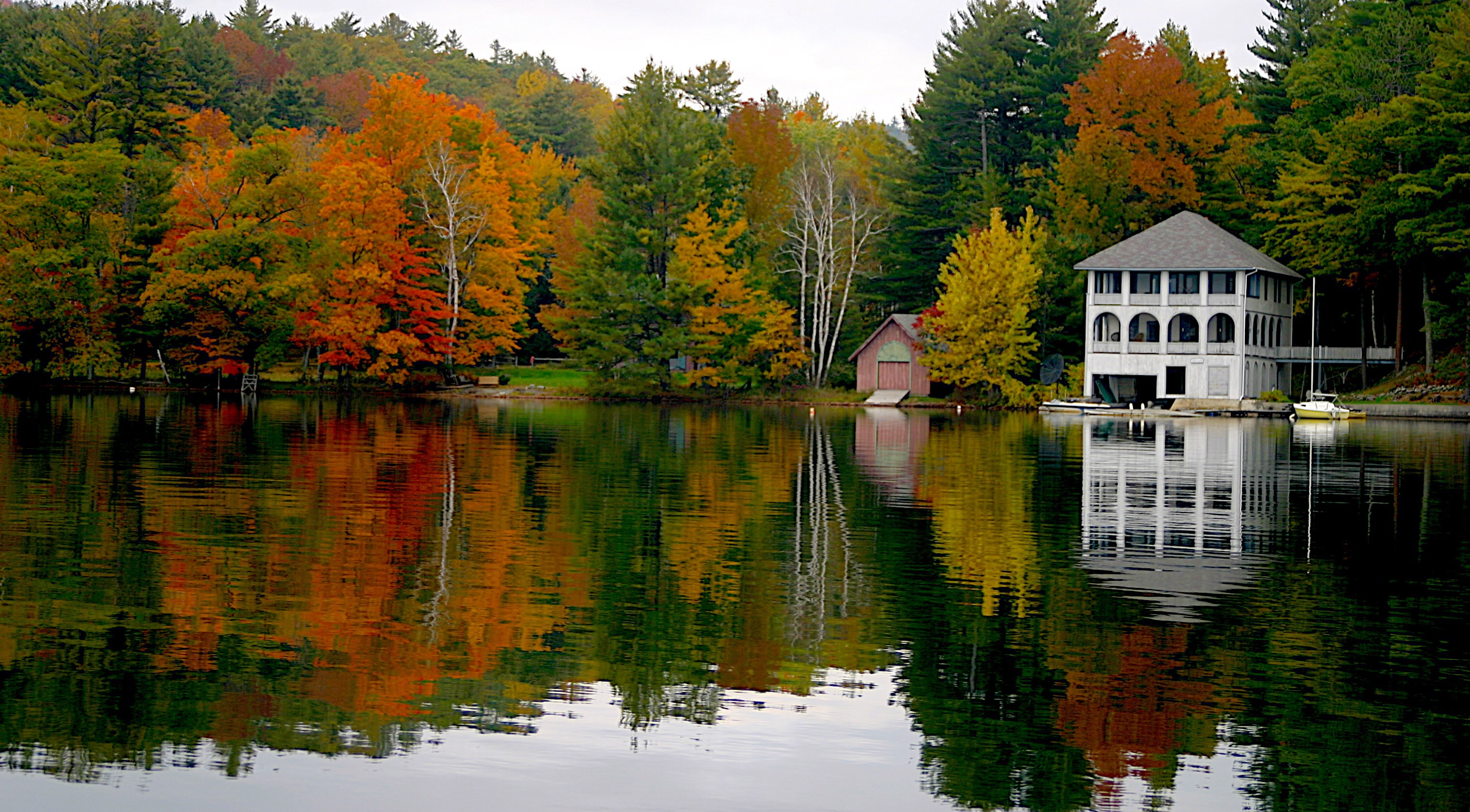 House on lake fairlee vermont wedding and landscape for Lake house photos gallery