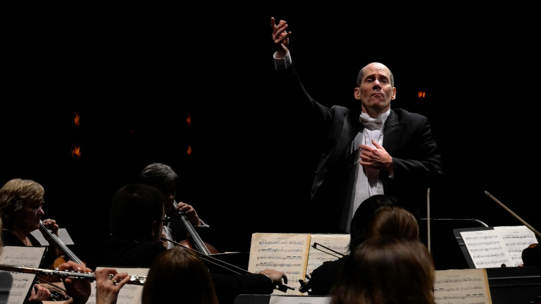 Anthony Princiotti conducts the Vermont Symphony Orchestra